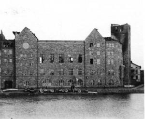 Pahoin vaurioitunut Helsingin työväentalo Siltasaaressa Helsingissä saksalaisten pommituksten jälkeen keväällä 1918