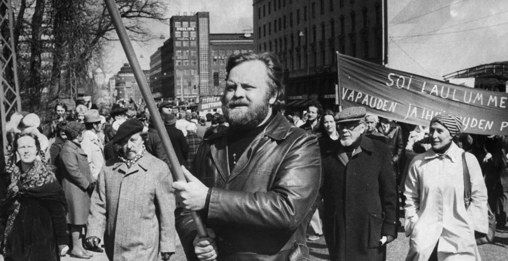 Alpo Ruuth vappukulkueessa 1976. Kuva: Kansan Arkisto.