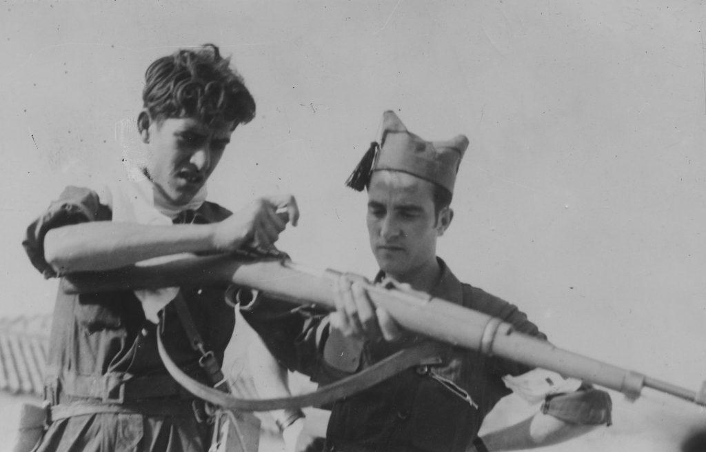 Madrid. 6 de Noviembre de 1936. Aprendiendo el manejo del fusil. (Kuva: Kansan Arkisto)